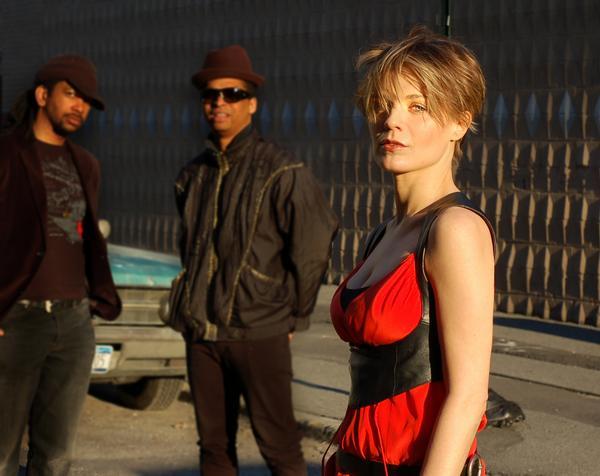 http://www.rockwired.com/gala.jpg