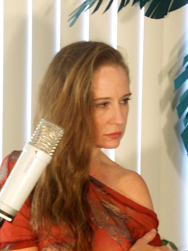 http://www.rockwired.com/juliafree.jpg