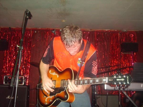 http://www.rockwired.com/shakydeville.jpg