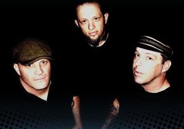 http://www.rockwired.com/shakydeville2.JPG