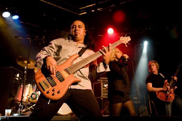 http://www.rockwired.com/vince.jpg